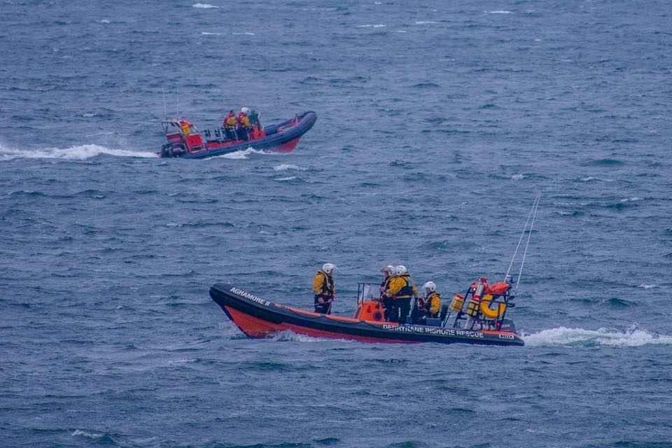 Derrynane Inshore Rescue and Ballinskelligs CRBI conducting search patterns.
